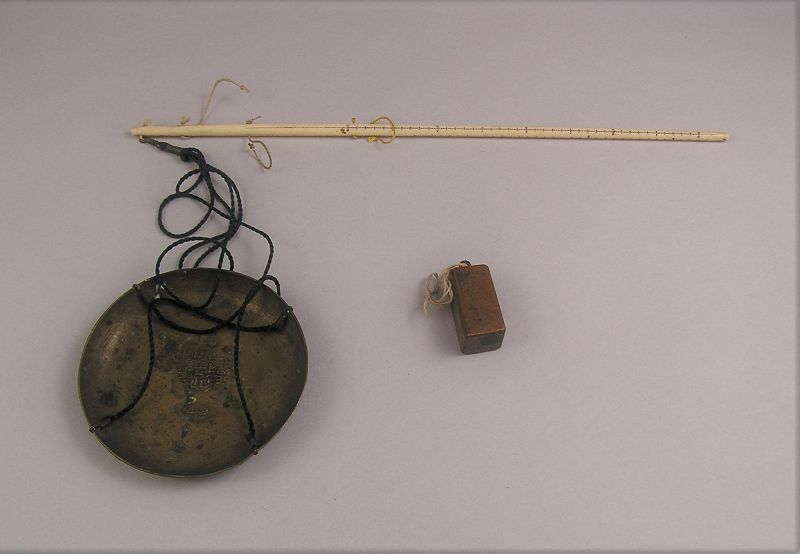 Rare Japanese Antique Scale with Wooden Storing Case, Late Edo