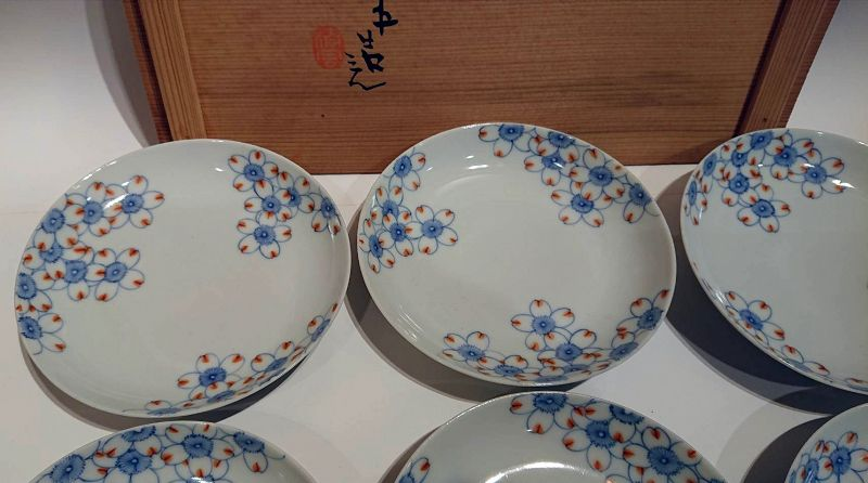 Japanese Porcelain Small Plate Set by Seifu Yohei III with Tomobako