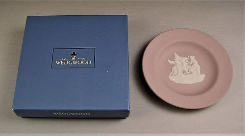 Beautiful Wedgewood Tray White on Lilac w/3 Graces