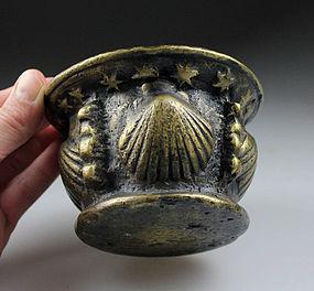 Early massive Spanish bronze mortar w shell design 16th. cent.