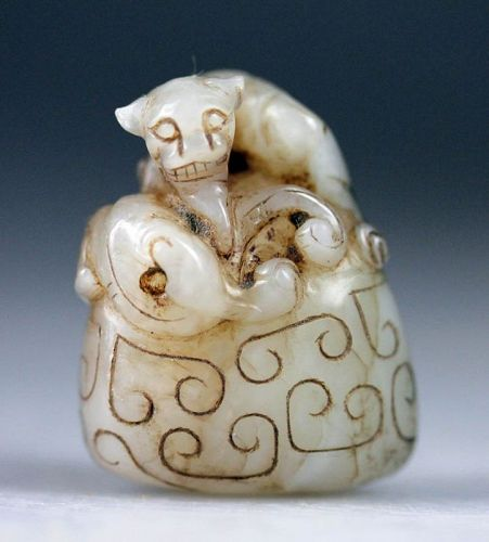 Wonderful Chinese Jade Nephrite pendant carved as an elongated lion