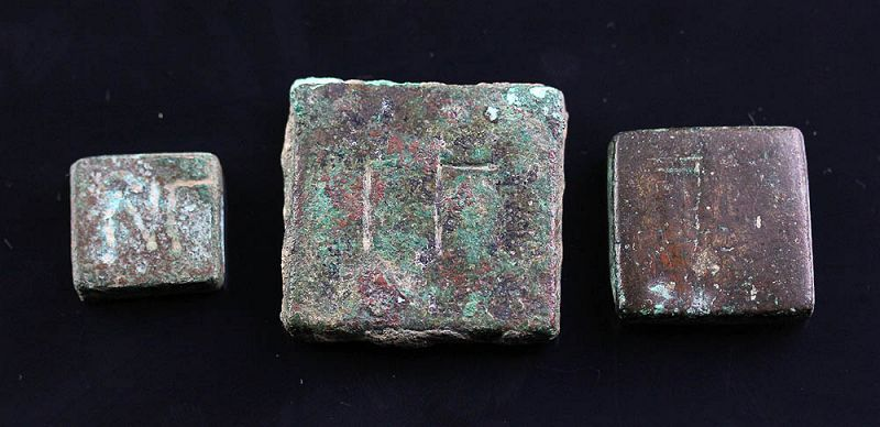 Lot of three Byzantine Square bronze weights, 1st. millenium BC