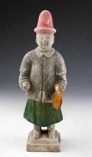 A finely detailed Ming Dynasty pottery attendant, 1368-1644