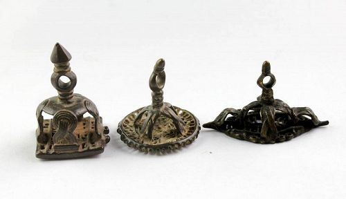 Lot of three scarce early Hindu bronze stamp seals, 16th.-18th. cent.