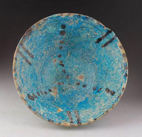 Very nice glazed Islamic pottery bowl w. iridescence, Kashan, 12. cent
