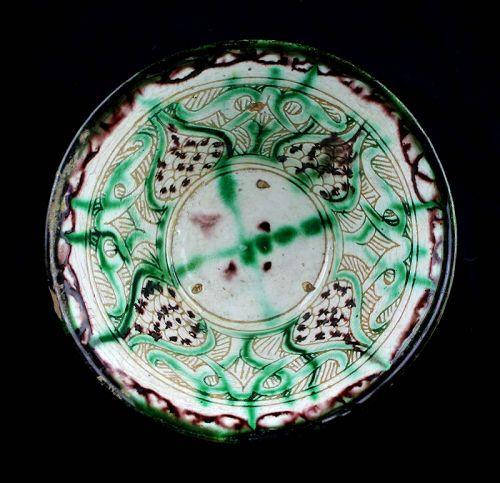 Superb quality Islamic Sgraffito pottery bowl, 12th. century AD