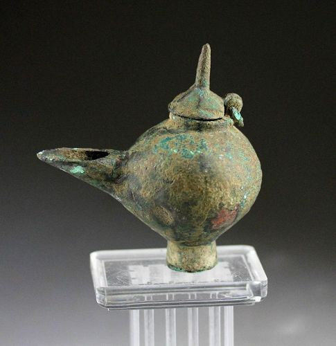 Attractive Early Islamic bronze oil lamp, 7th.-9th. cent. AD