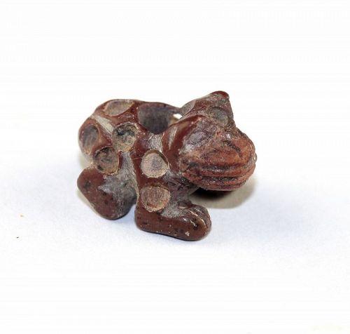 Beautiful Andean redstone amulet of a Jaguar, Moche-Chimú