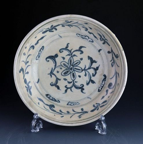 Large Vietnamese Le Dynasty Blue & white glazed pottery dish