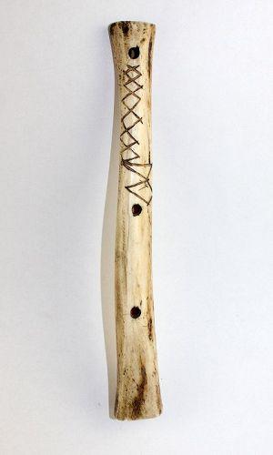 A rare Pre-columbian bone flute, Manabi, Ecuador, 0-1000 AD
