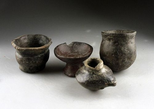 Nice lot of 4 pre-columbian Quimbaya pottery vessels, 500-1400 AD