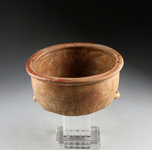 Beautiful incised Quimbaya ritual pottery bowl, 7th.-14th. cent. AD