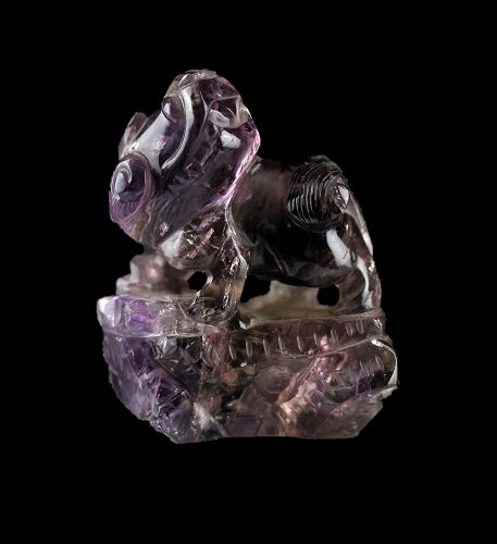 Massive Chinese Lion scrollweight in Amethyst rock, Qing Dynasty!