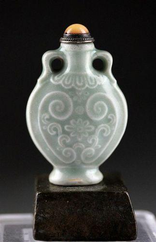 Rare Chinese celadon porcelain snuff bottle, Quan Zhi, 1720-1750!