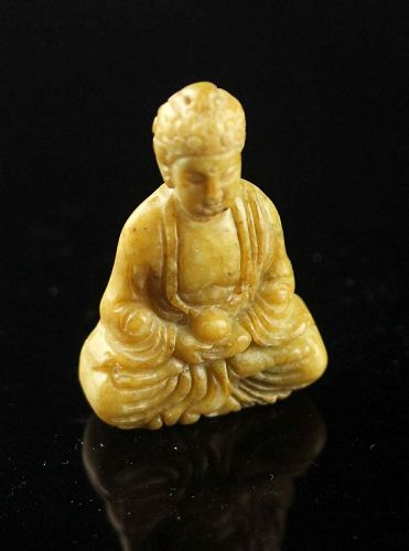 Nice Chinese Jade carving pendant of seated Buddha, 19th.-20th. c.