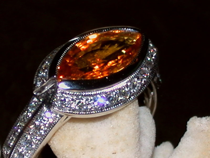 18K. White Gold Ring set with Yellow Sapphire-Diamonds