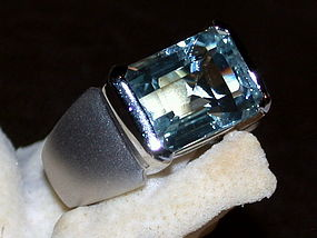Large Genuine Aquamarine set in Solid 18K. White Gold