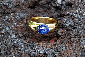 Stylish 18K. Gold Ring with Blue Cabochon Sapphire