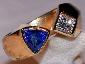 18K. Gold Ring set with Cornflower Sapphire & Diamond