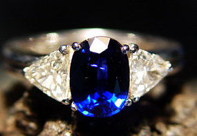 Ceylon Blue Sapphire flanked by 2 Trilliants 18K. Gold