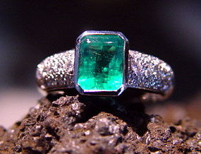 Colombian Emerald-Pave Diamond Ring 18K. White Gold