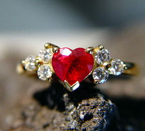 Solid 18K. Gold Ring with Heart shaped Ruby-Diamonds