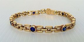 Solid 18K. Gold Bracelet set with 7 Blue Sapphires