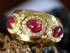 Solid 18K. Gold Ring set with Cabochon Rubies-Diamonds