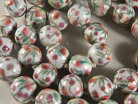 ANTIQUE FAMILLE ROSE CHINESE PORCELAIN BEAD NECKLACE