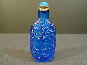 ANTIQUE ULTRAMARINE/POWDER BLUE PEKING GLASS SNUFF BOTTLE