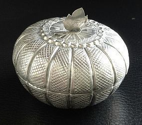 ANTIQUE CHINESE SILVER PUMPKIN SHAPE BOX, ca. 1840