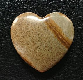 CHINESE QING CARVED AGATE STONE HEART AND BALL