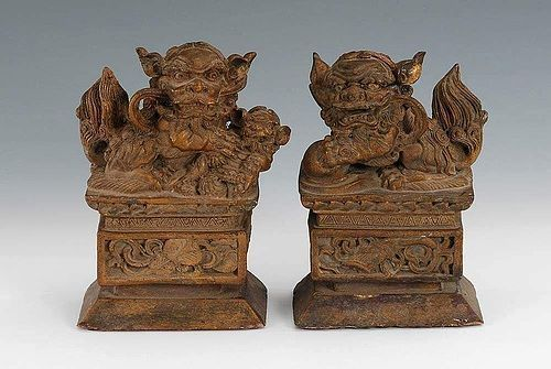 FINE PAIR OF ANTIQUE CHINESE WOODEN FOO-DOGS/LIONS, 19TH CENT.