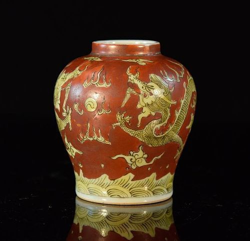 WANLI MING COPPER-RED PORCELAIN JAR WITH YELLOW IMPERIAL DRAGONS