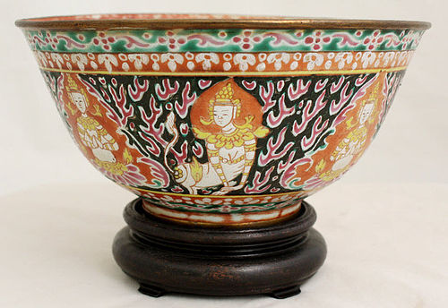 THAI ANTIQUE BENJARONG BOWL WITH 8 CELESTIAL BUDDHIST FIGURES, 19th C.
