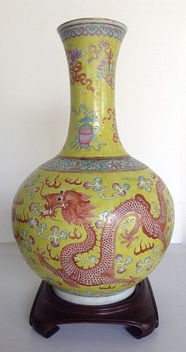 KANGXI FAMILLE JAUNE IMPERIAL YELLOW 5-CLAWED DRAGON VASE