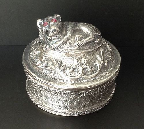 SUPERB INDIAN SILVER OPIUM BOX WITH LION/RUBY EYES ON TOP