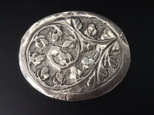 HAND MADE OVAL SILVER COSMETIC BOX, 19TH CENT. INDIA