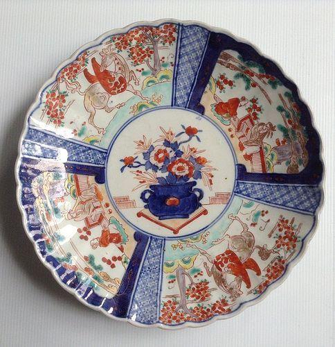 IMARI JAPANESE PORCELAIN PLATE, 19TH CENTURY