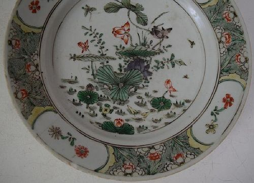 18th CENTURY CHINESE POLYCHROME PORCELAIN PLATE WITH LOTUS FLOWERS