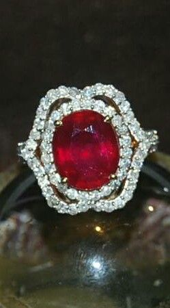 LARGE GENUINE RUBY & DIAMOND GOLD RING