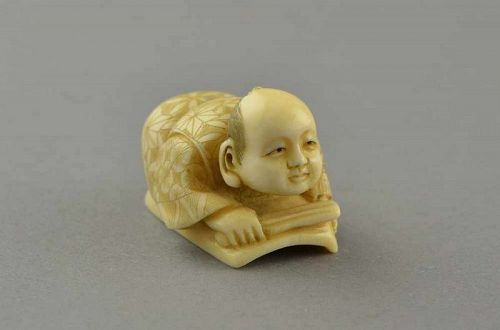 NETSUKE, HAND CARVED IVORY WITH SIGNATURE ON BASE, 19TH CENTURY