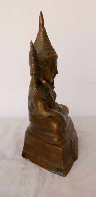 FINE MAHA MUNI BRONZE BURMESE BUDDHA, 18th CENTURY