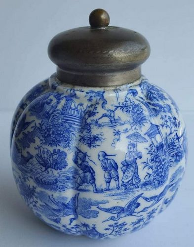BLUE & WHITE TEA CADDY WITH CHINOISERIE DECOR, 19TH CENTURY