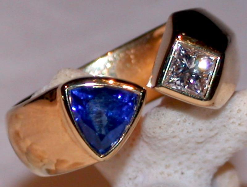 Stunning Sapphire-Princess-Cut Diamond Ring 18K Gold