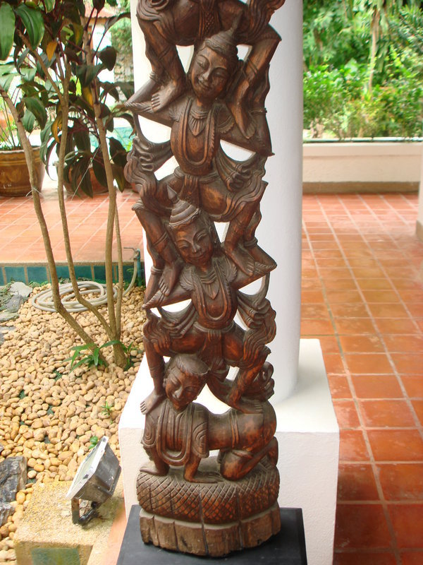 Very decorative Thai Woodcarving with 5 dancing angels