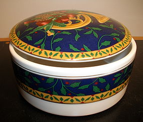 Mikasa Holiday Music Pattern Lidded Box