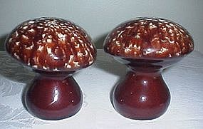 Hull USA Stoneware Brown Drip Mushroom Salt & Pepper