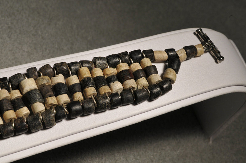 Ancient Roman Black and white beads bracelet, 100 AD