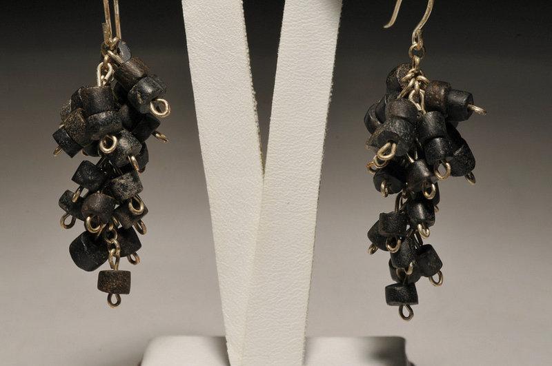 Ancient Roman black stone beads earrings, 100 AD